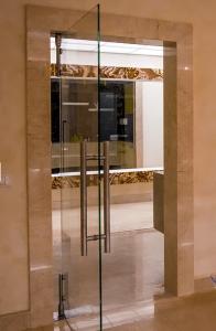 стеклянные двери для офиса 2